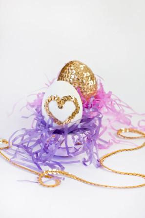 Sequin-Heart-Easter-Eggs-DIY-297x445