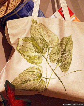 Tote bag with leaf print